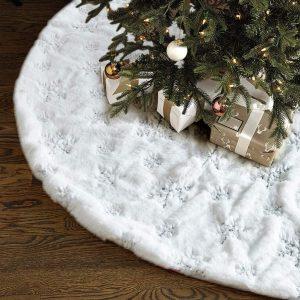 White Christmas Tree Skirtby Lalent
